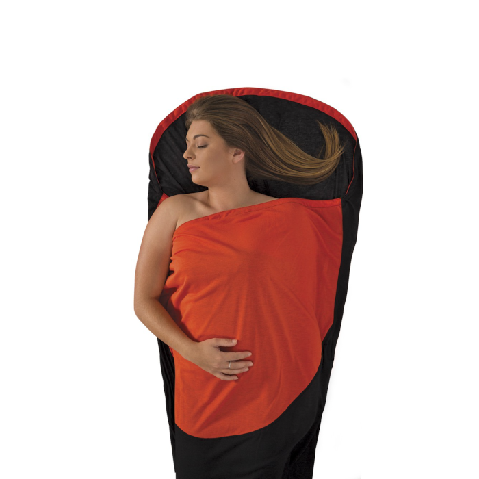 femme dormant dans le drap de sac thermolite reactor compact plus